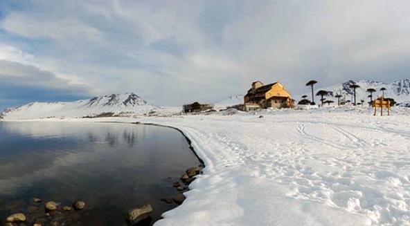Caviahue y lago Caviahue, en invierno